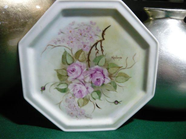 Prato decorativo em porcelana »» Pintado à mão
