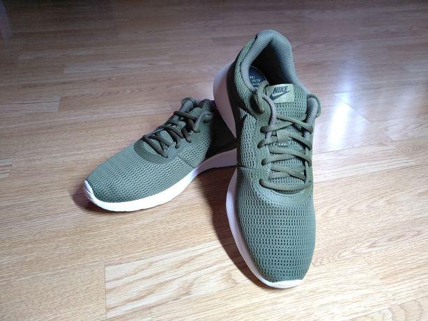 Продам новые кроссовки Nike, только из магазина