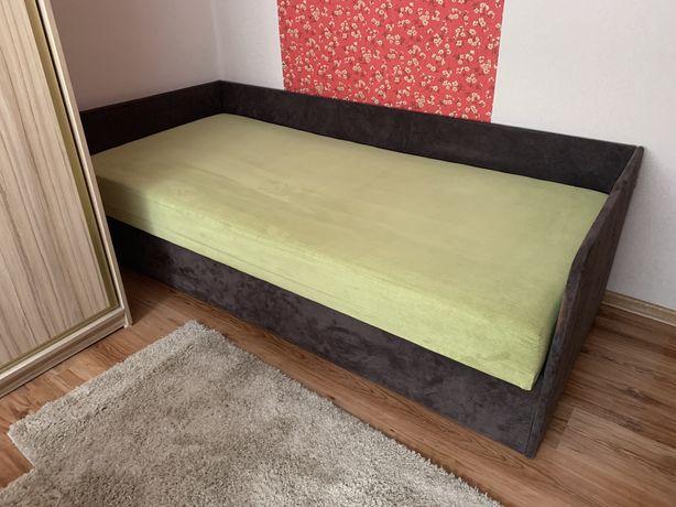 Łóżko, tapczan z pojemnikiem na pościel dobry stan.