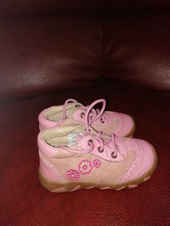 Продам дитячі весняно- осінні черевички для дівчинки.