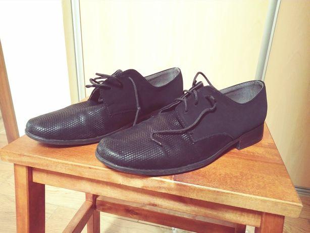 Pantofle chlopięce, r. 37 / czarne, komunijne