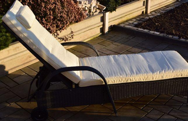 Leżak ogrodowy na kółkach szary technorattan z ekri poducha