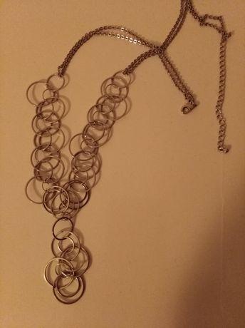 Fio/colar com argolas entrelaçadas