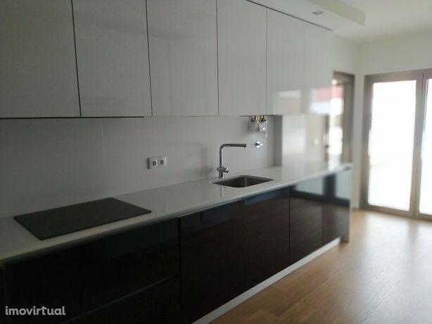 Apartamento novo T2, garagem e terraço na cidade de Tomar