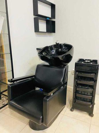 Lavatório de cabelos em ótimo estado