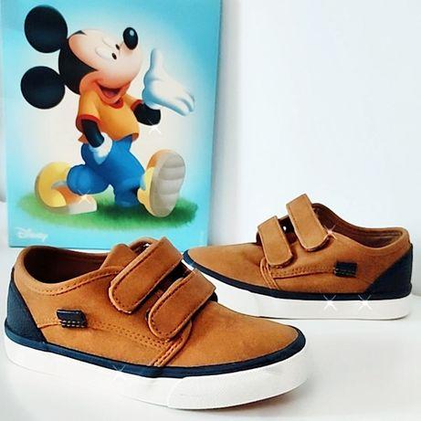Sapatos de criança - menino e menina