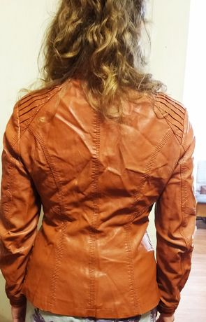 Стильная женская курточка из экокожи