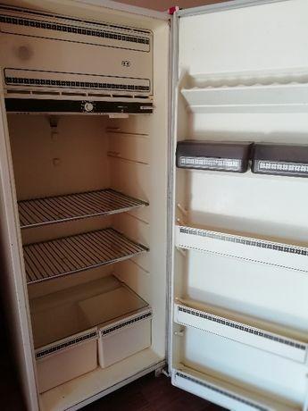 Продам холодильник Минск. Доставка по Полтаве бесплатно.