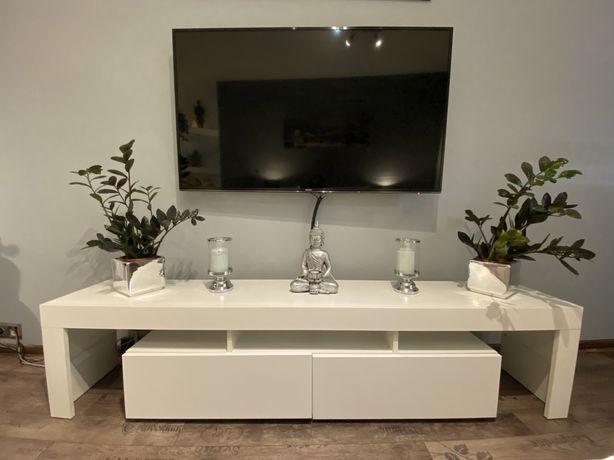 Biała komoda pod TV