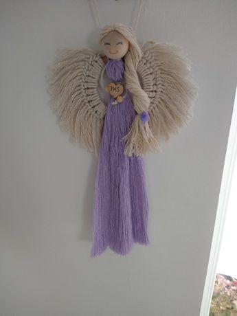 Anioł wiszący wykonuje na zamowienie