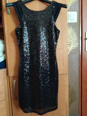 Mała czarna sukienka w cekiny