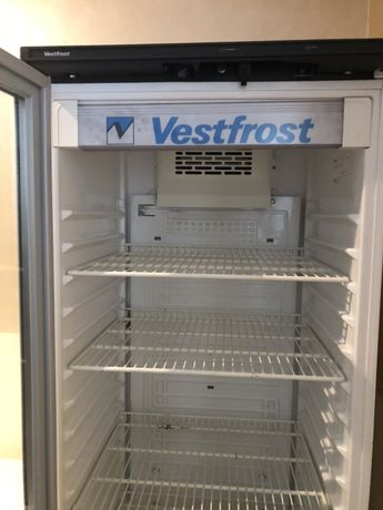 Хододильная витрина Vestfrost