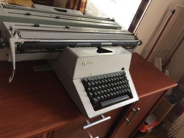 Maszyna do pisania z lat 80.