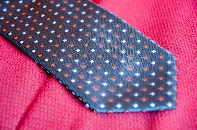 Krawat w jednolity wzór