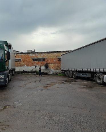 Стоянка вантажних автомобілів TIR