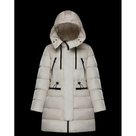 Кремовое пуховое пальто пуховик Moncler