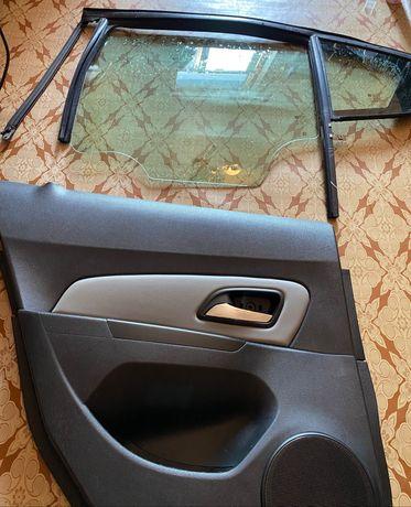 Дверная карта Chevrolet Cruze. Стекло, замок, стеклоподъемник, ручка