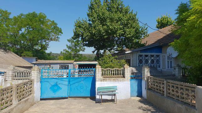 Продаю 2 соседних дома  возле речки село Подлесное