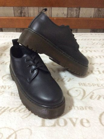 Туфли унисекс на высокой подошве