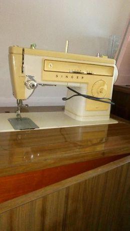 Máquina de costura Singer a trabalhar
