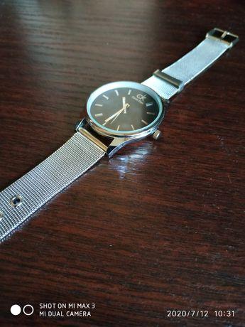 Продам женские часы в отличном состоянии.