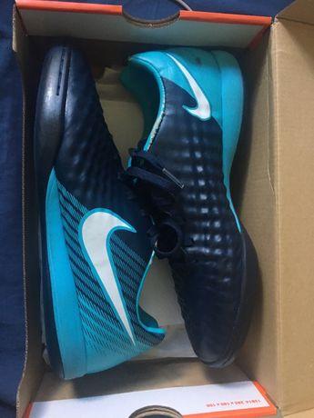 Halówki Nike MagistaX Onda II IC