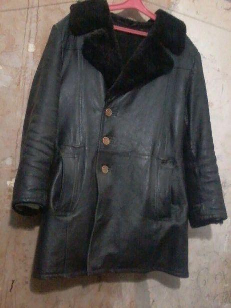 Стародревняя кожанная зимняя Б/У куртка.