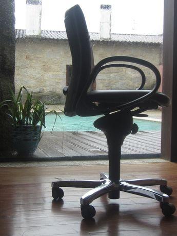 Cadeira de LUXO de Escritório da CORTAL, semi-pele