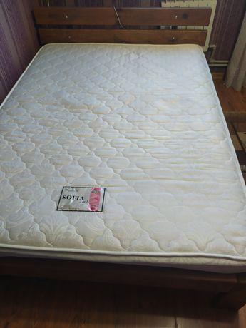 Ліжко ручної роботи.