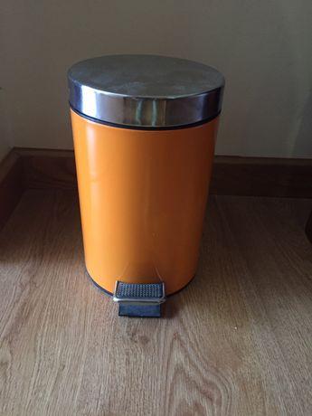 Vendo caixote do lixo laranja