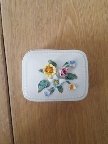 Mała ceramiczna szkatułka