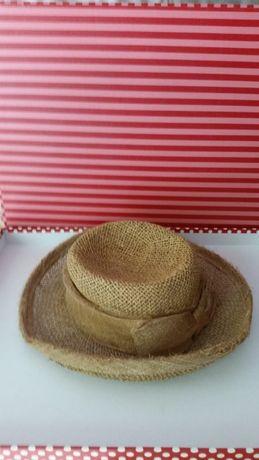 Chapéu de senhora em palha antigo