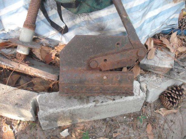 Guilhotina ou tesoura  para corte de ferro