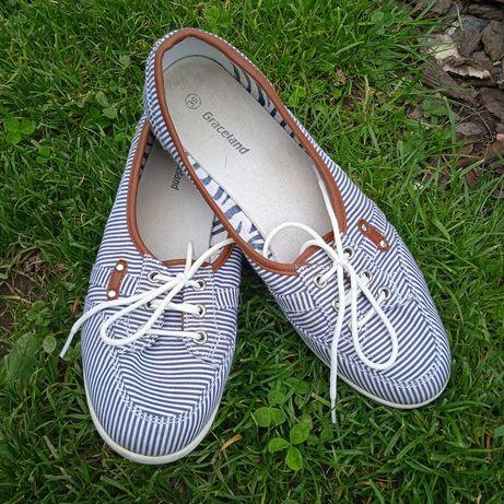 Туфли туфлі мокасини тапочки