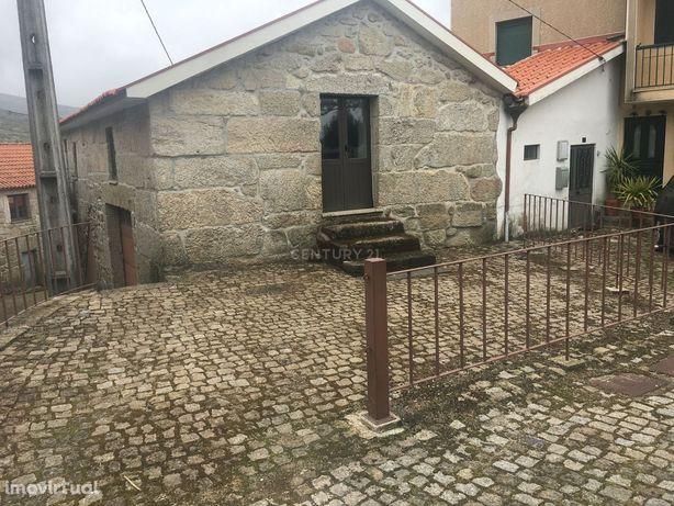 Casa em pedra na zona Gerês aldeia reconhecida como aldeia de Portugal