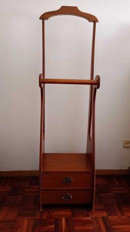 Cabide de chão em madeira