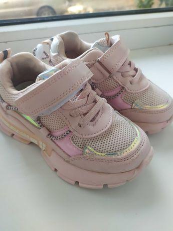 Продам кросівки на дівчинку