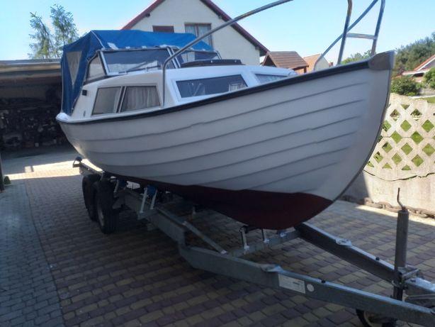 Łódź motorowa kabinowa jacht motorówka łódka