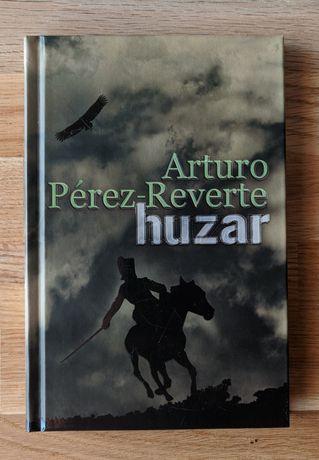 Oprawa twarda Arturo Pérez-Reverte - Huzar Paczkomat