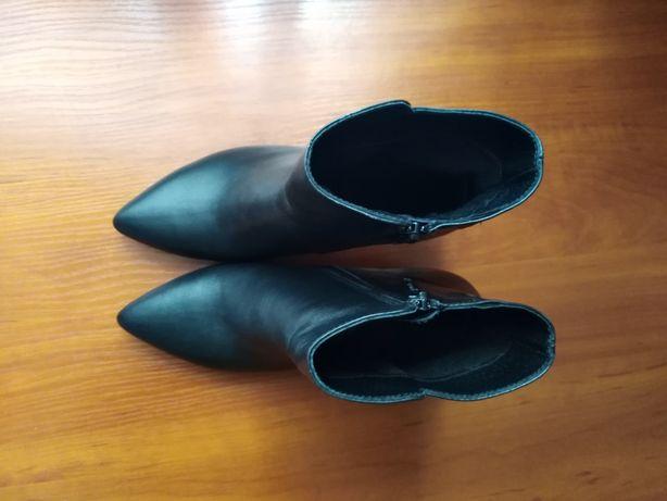 Кожаные демисезонные ботинки на шпильке