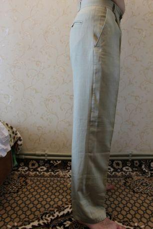 Светлые мужские брюки к свадебному костюму