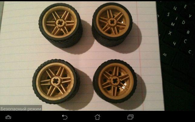 продам или обменяю Лего техник колеса на набор или детали Лего техник
