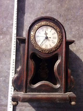 Zegar stojący, z wahadłem, stylizowany na antyk, 50 zł.