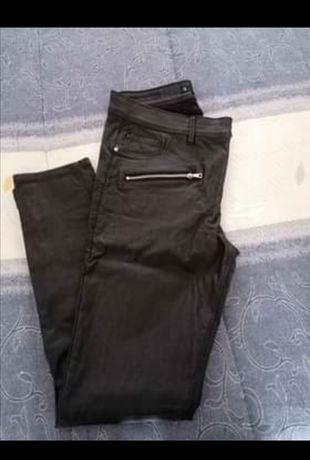 Calças em napa pretas