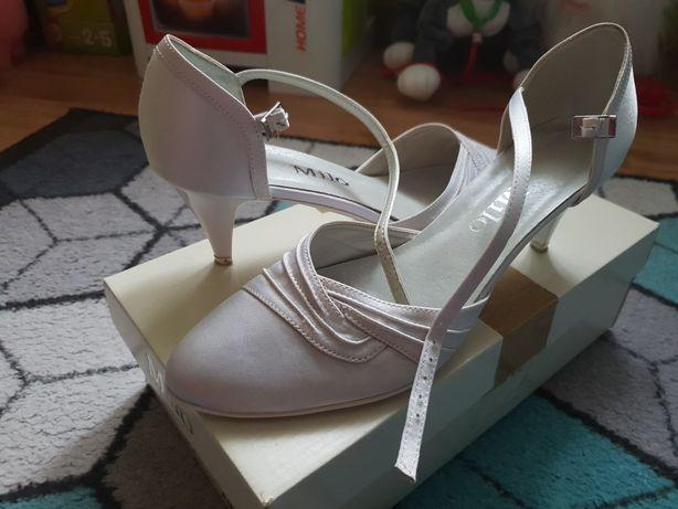 Satynowe buty r.39