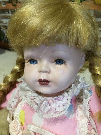 Фарфоровая кукла ,лялька