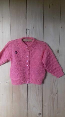 Sweterek vintage dla dziewczynki hm retro różowy z broszką na guziki