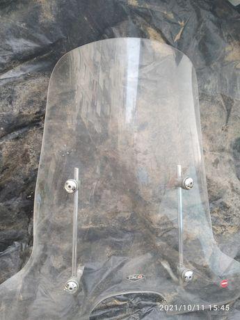 Ветровое оргстекло можно установить на мопед или мотоцикл.
