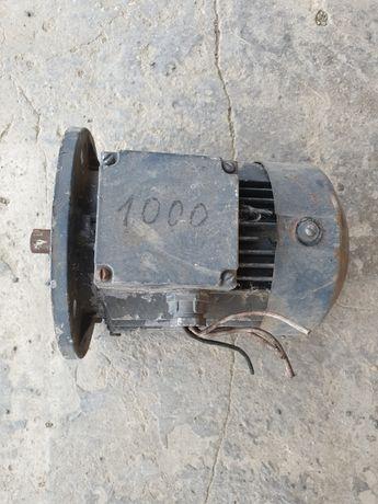 Продаю мотор 1 кВт новий