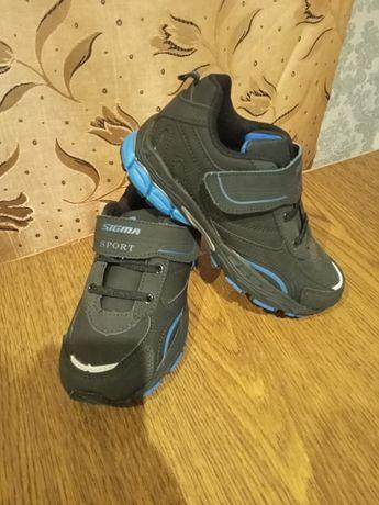 Новые кроссовки на мальчика.